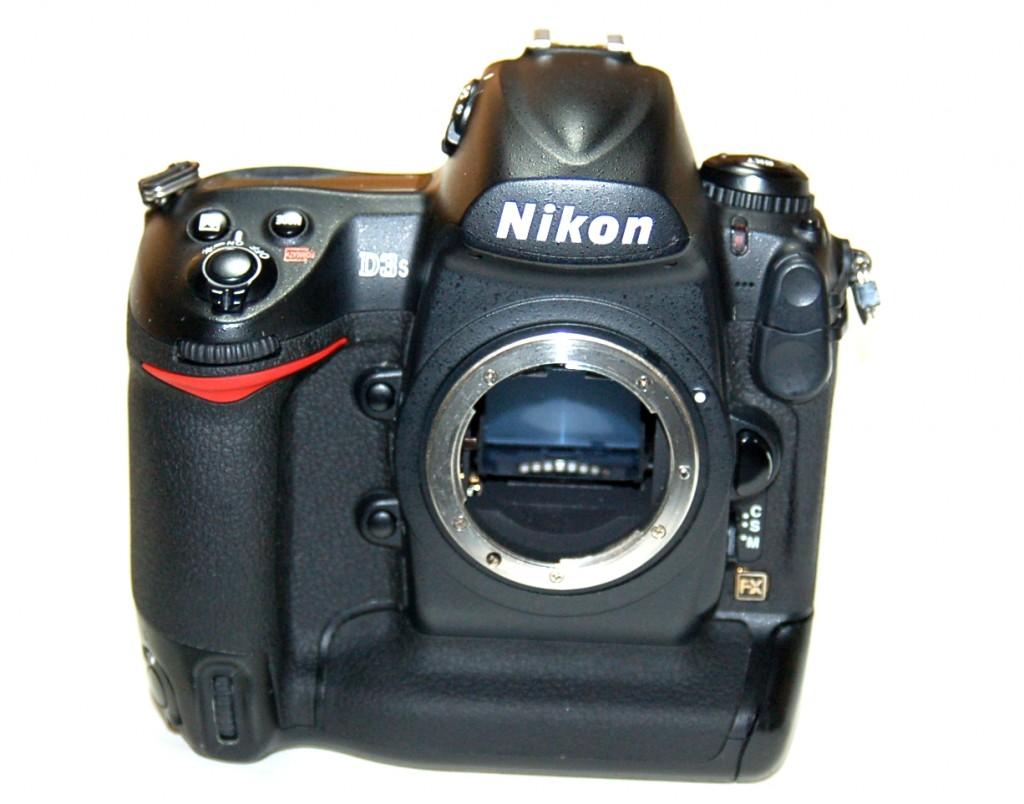壊れたNikon D3s ニコン一眼レフカメラ買取ました!