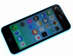 画面割れiPhone5c 16GB買取ました!SoftBank ブルー ME543J/A